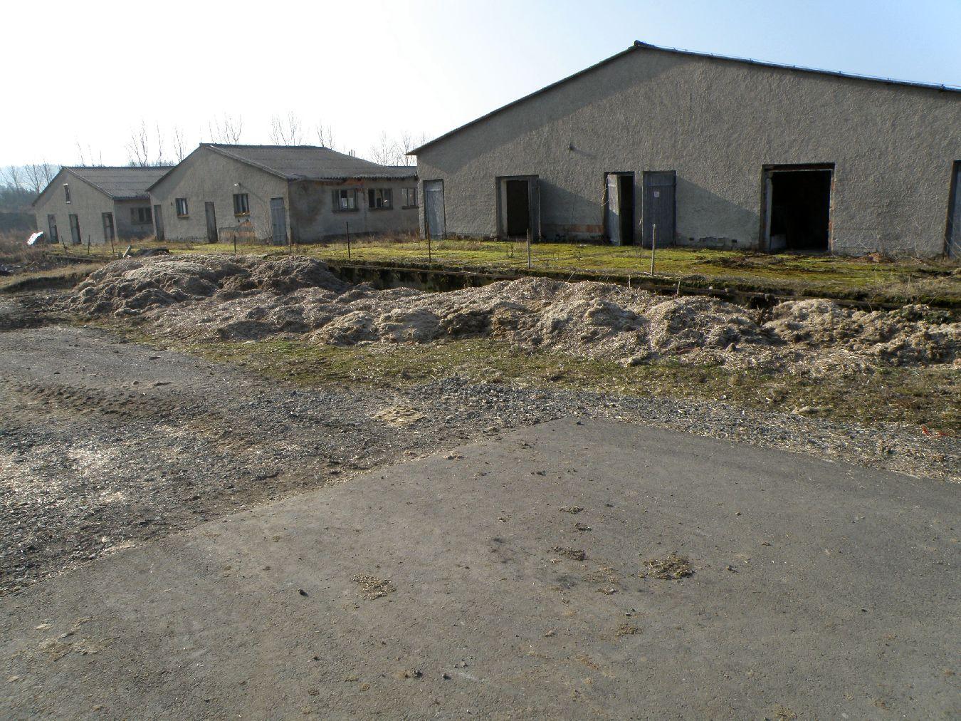 Zur Revitalisierung anstehende Gebäude der ehemalige Schweinezuchtanlage in Läwitz