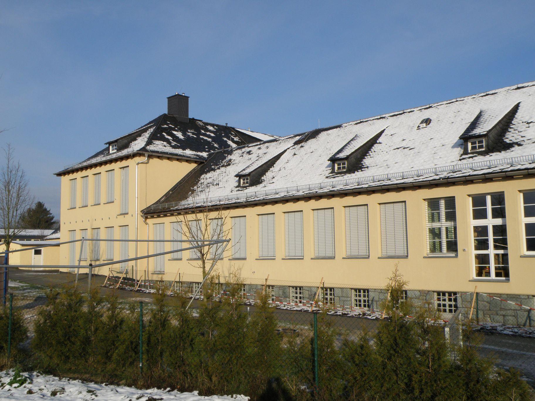 Sanierung der Schule mit Hort und Kindergarten in der Gemeinde Mohlsdorf mit Einbau einer Hackschnitzelheizung